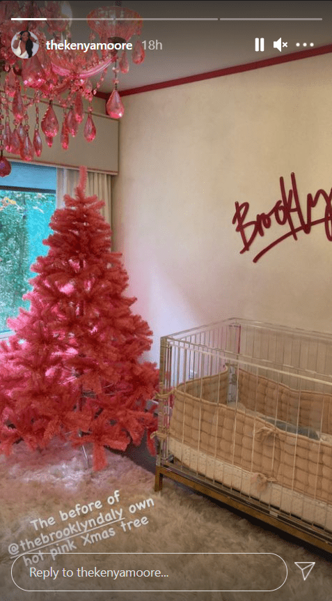 Kenya Moore shares a picture of her christmas tree on Instagram | Photo: Instagram/kenyamoore
