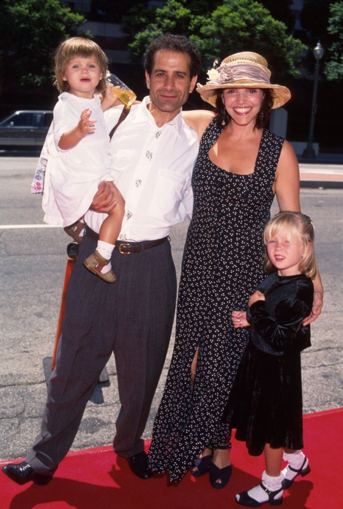 Tony Shalhoub and Brooke Adams with their children in 1995 in New York | Source: Getty Images