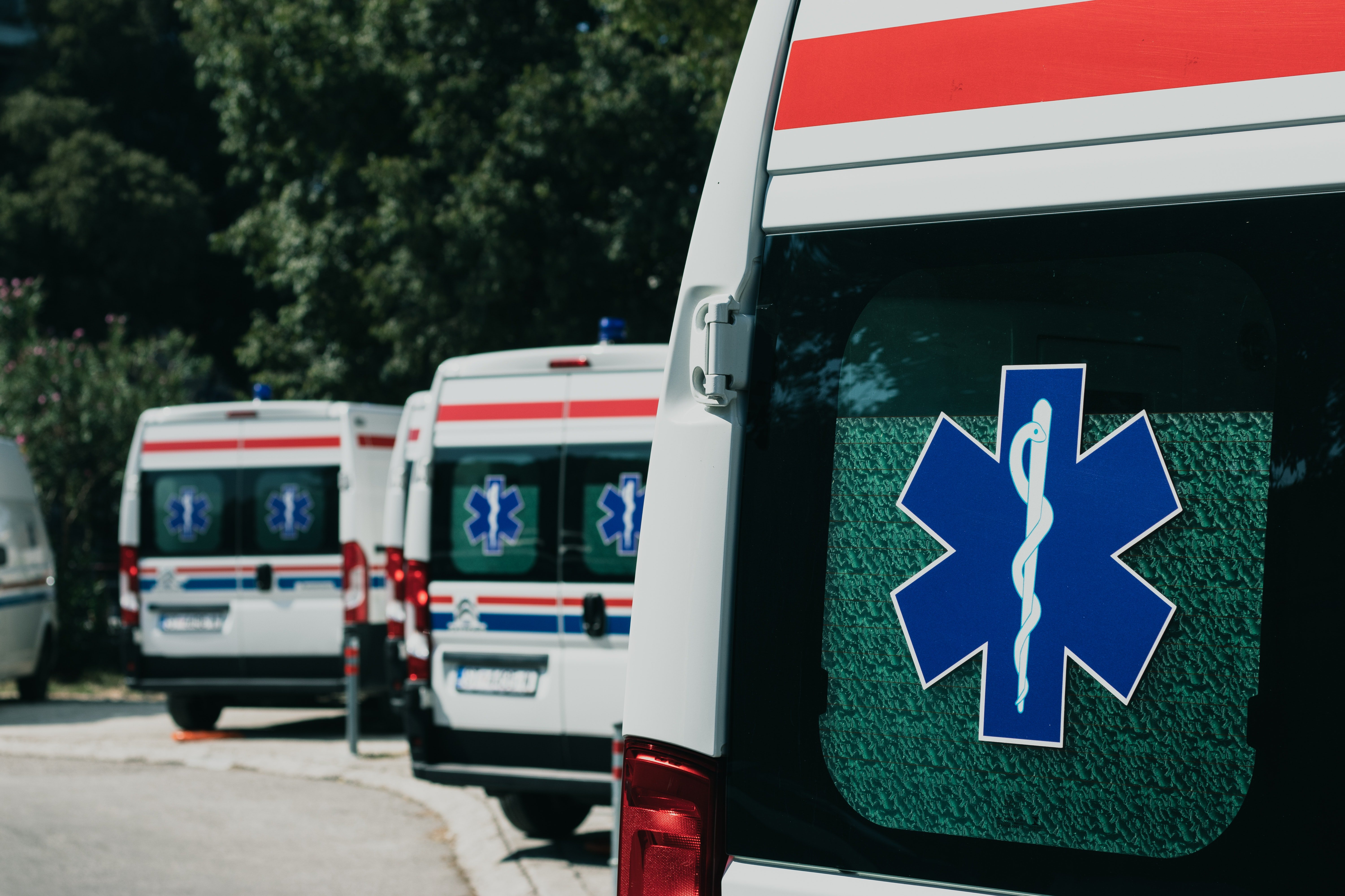 Matt snatched Stephany's phone and called the ambulance   Photo: Pexels