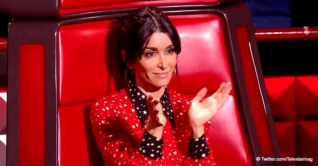 Jenifer (The Voice) éblouit en chemise étoilée associée à une mini-jupe pendant l'émission télévisée