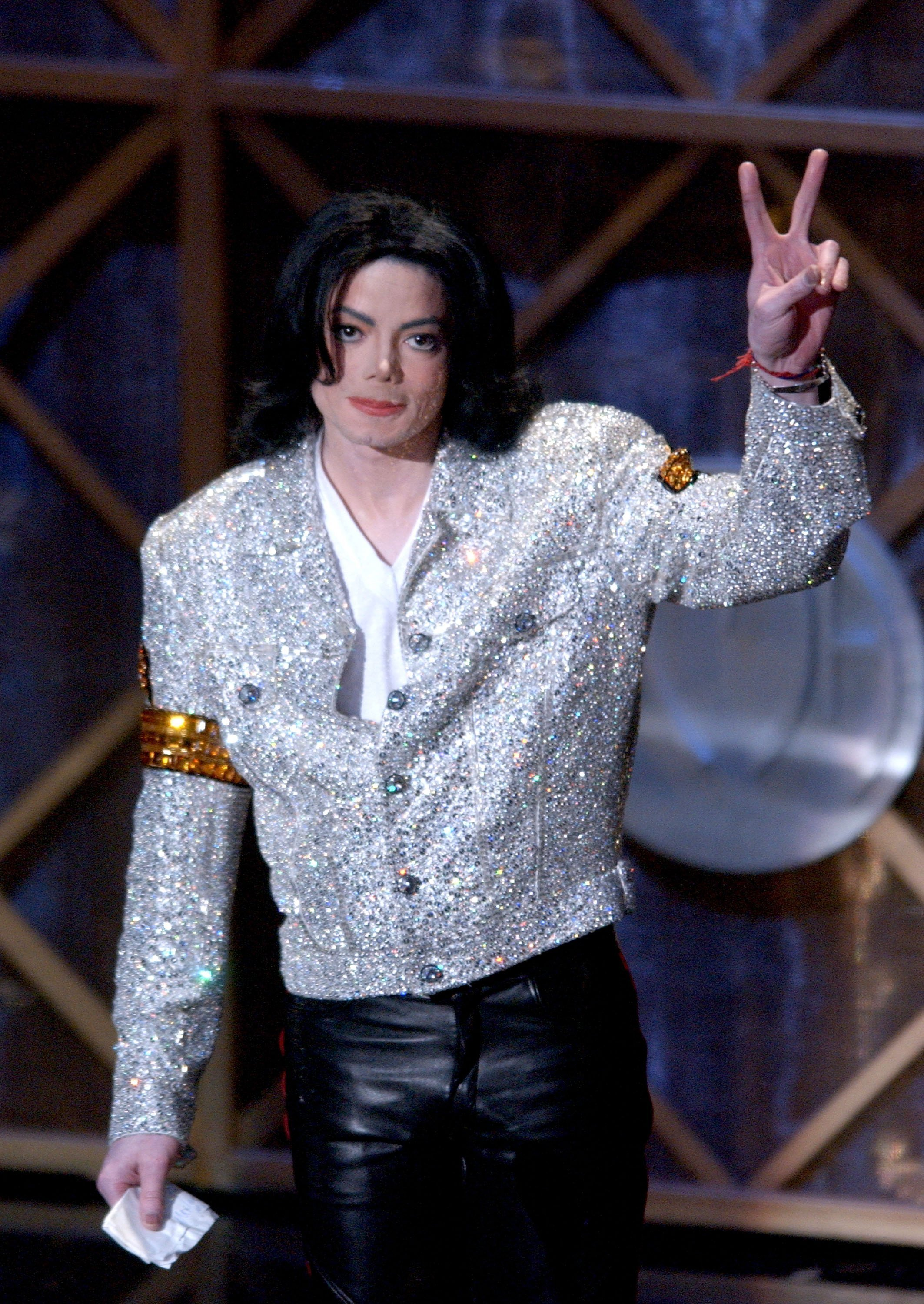 Michael Jackson at the 29th Annual American Music Awards at the Shrine Auditorium on Jan. 9, 2002 in Los Angeles. | Photo: Getty Images