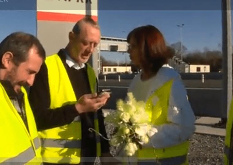 Christel et Ennrick sur le péage de Bizeneuille, le 16 fevrier 2019 | Photo: France 3 Auvergne
