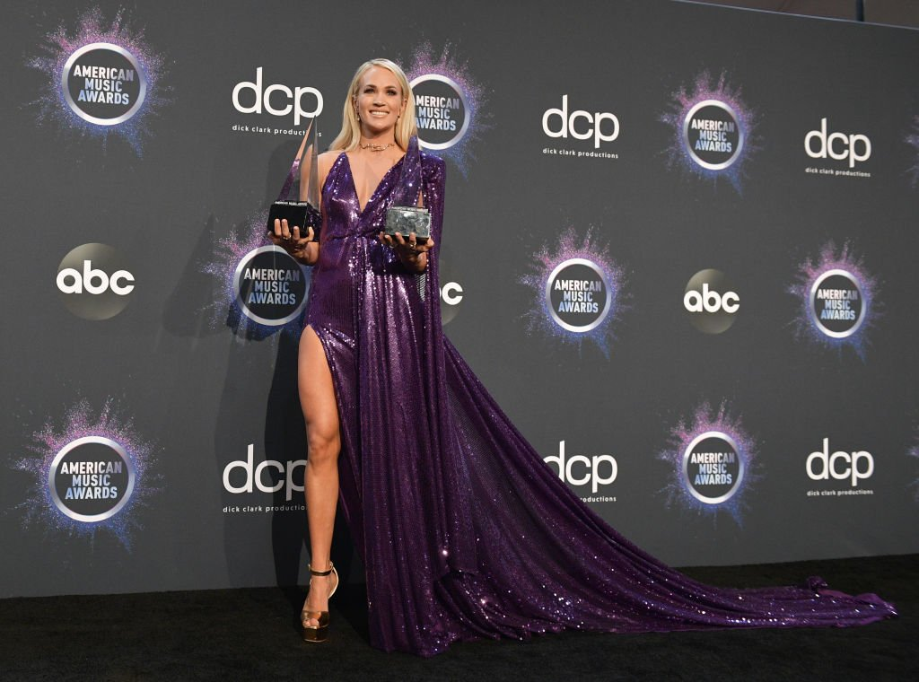 Carrie Underwood attends the American Music Awards in Los Angeles, California on November 24, 2019   Photo: Getty Images
