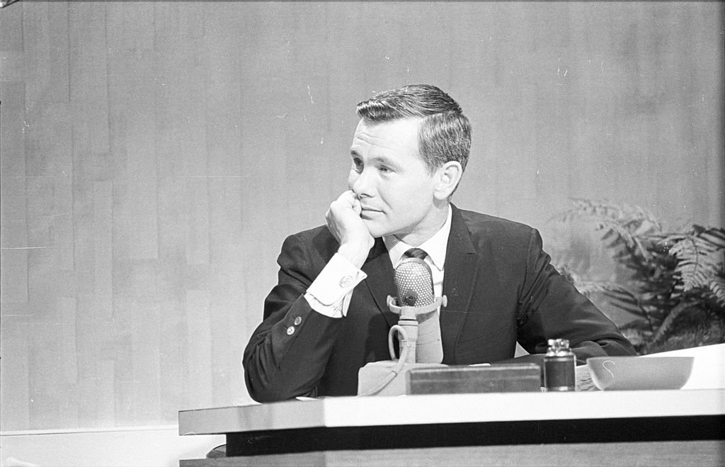 A portrait picture of TV show host Johnny Carson circa 1960. | Photo: Getty Images