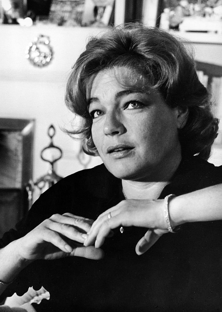 L'actrice française Simone Signoret (1921-1985) à son domicile à Paris, France. | Photo : Getty Images