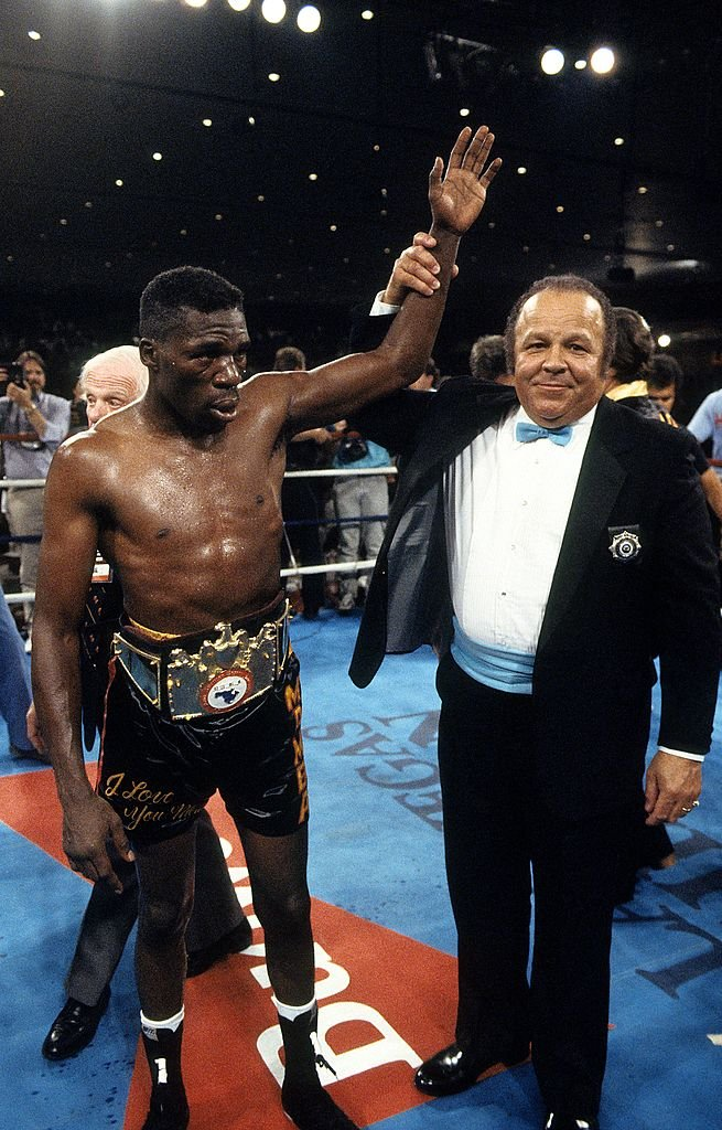 Roger Mayweather celebrating his victory over Harold Brazier in Las Vegas in June 1988. | Photo: Getty Images