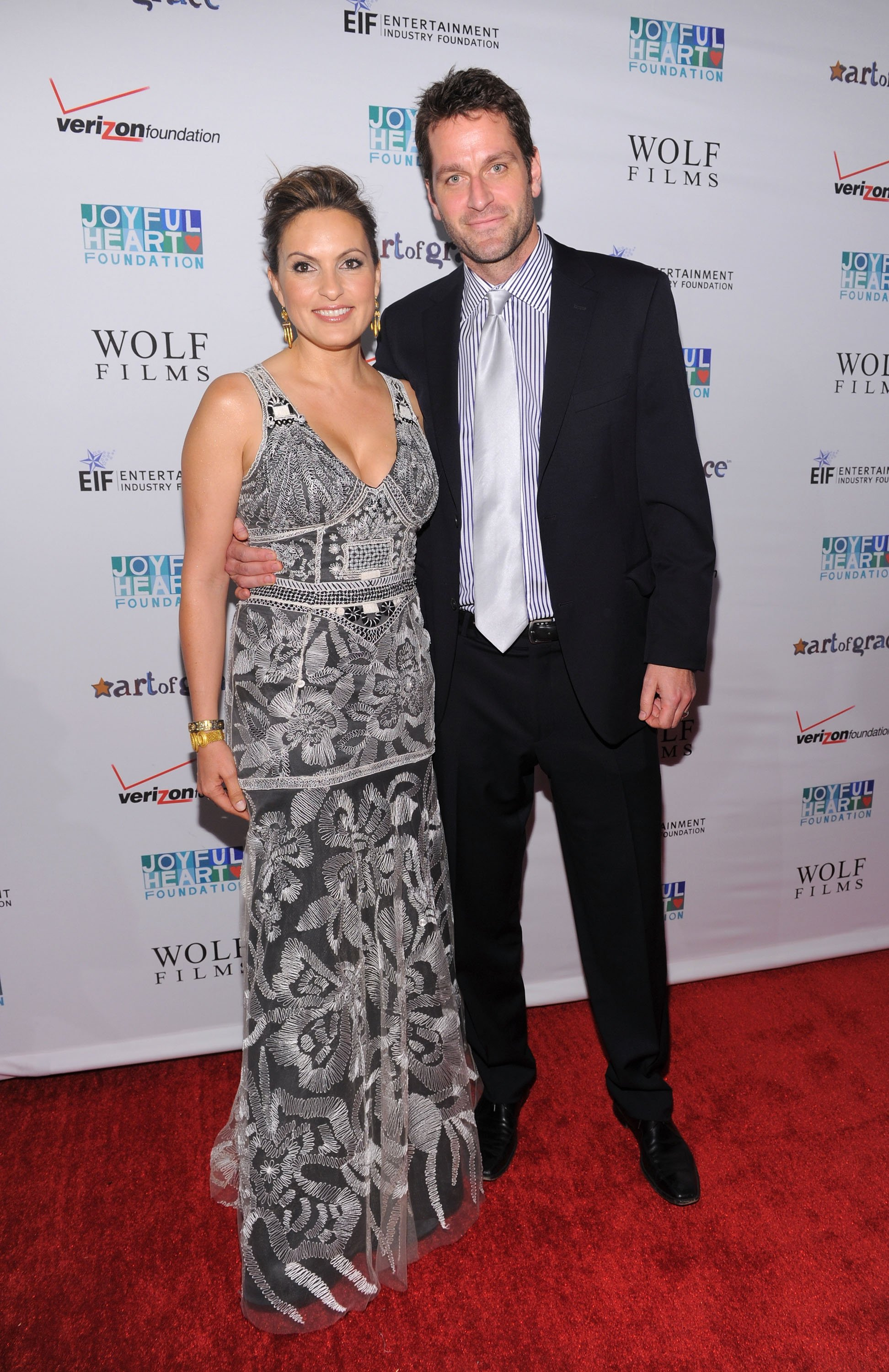 Mariska Hargitay and Peter Hermann attend the Joyful Heart Foundation Gala in New York City on May 17, 2011 | Photo: Getty Images