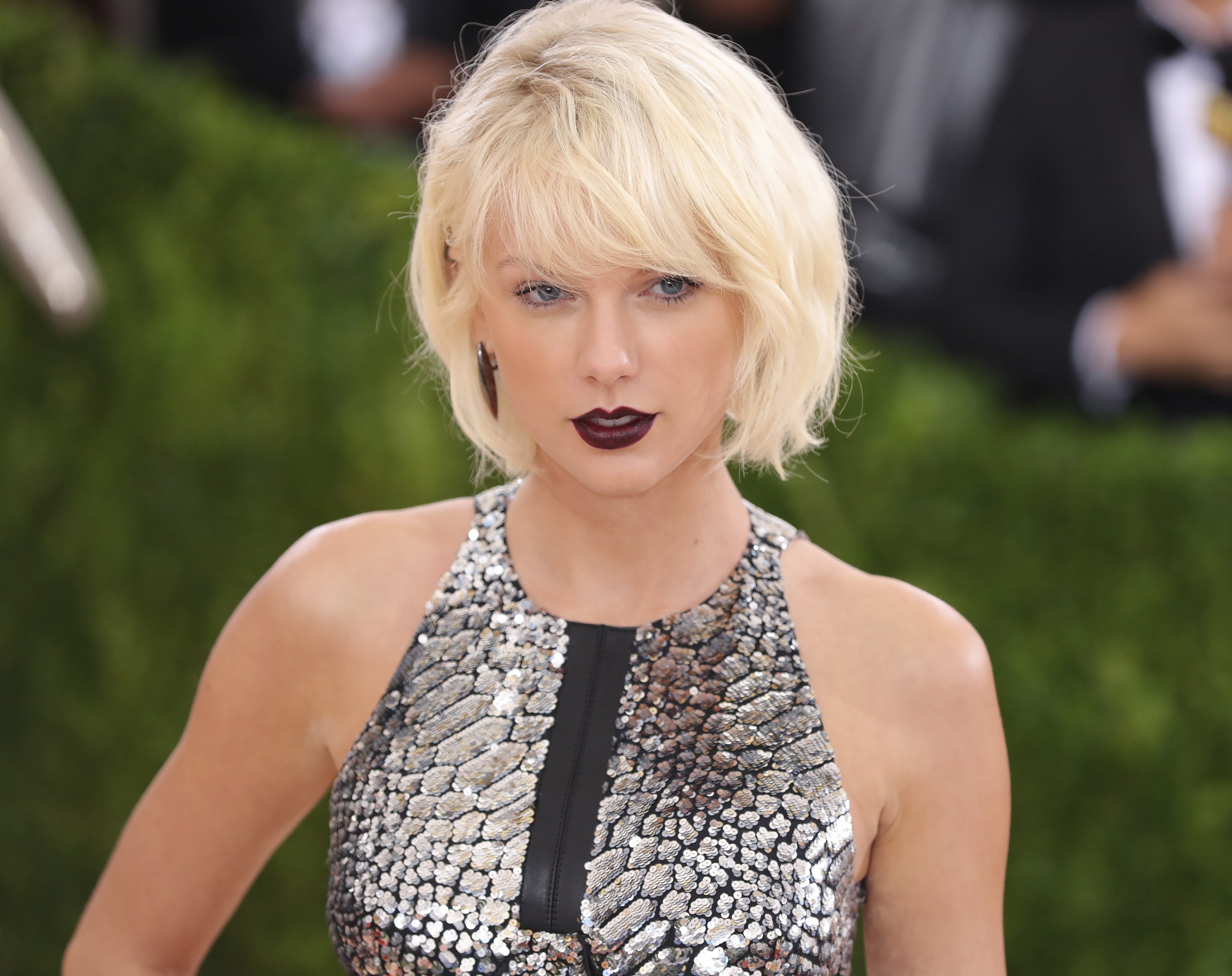 """Taylor Swift at the """"Manus x Machina: Fashion In An Age Of Technology"""" Costume Institute Gala ,  May 2016 