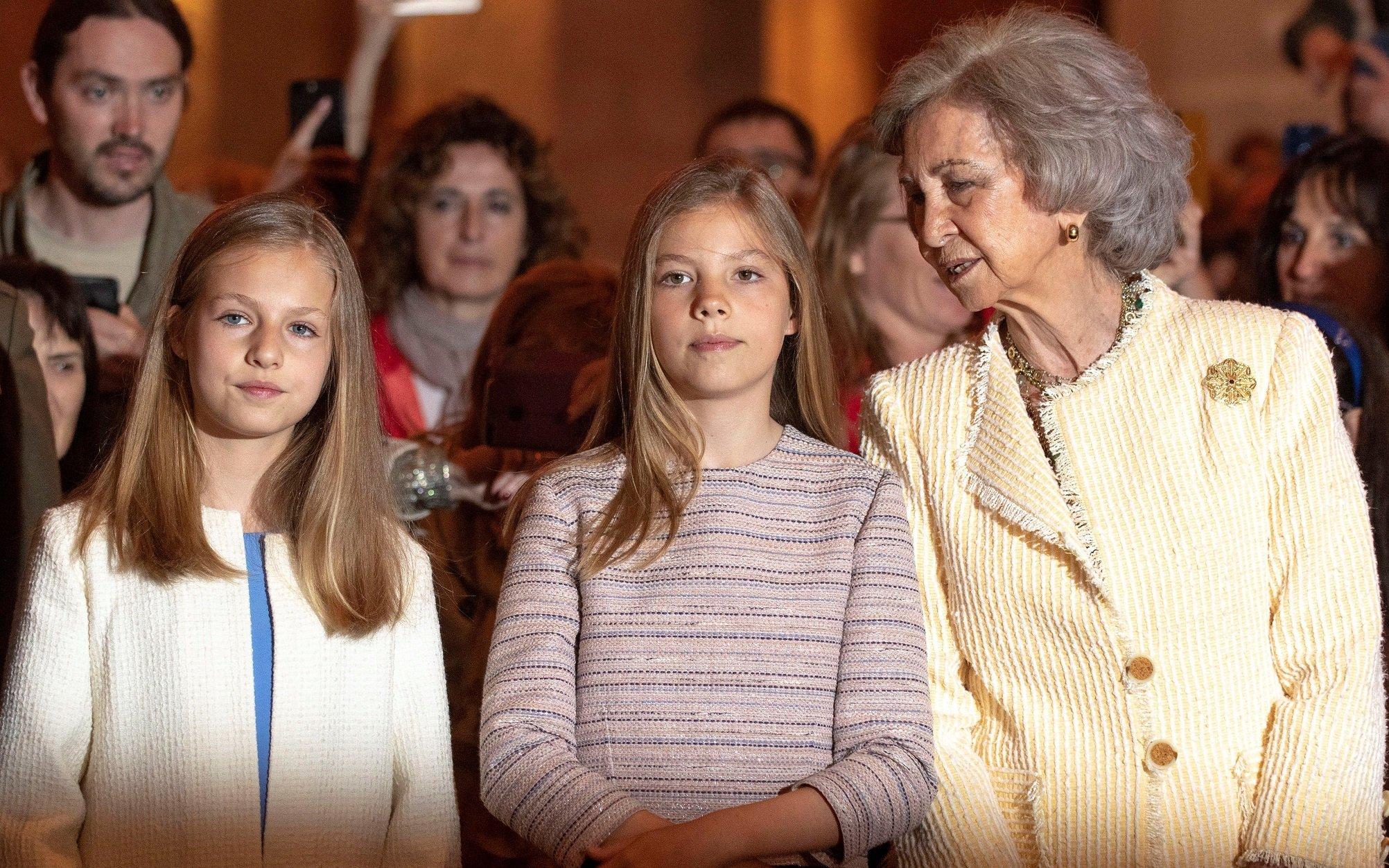 La Princesa Leonor de España, la Princesa Sofía de España y la Reina de Sofía de España en la misa de Pascua de Palma de Mallorca de 2019. || Fuente: Getty Images