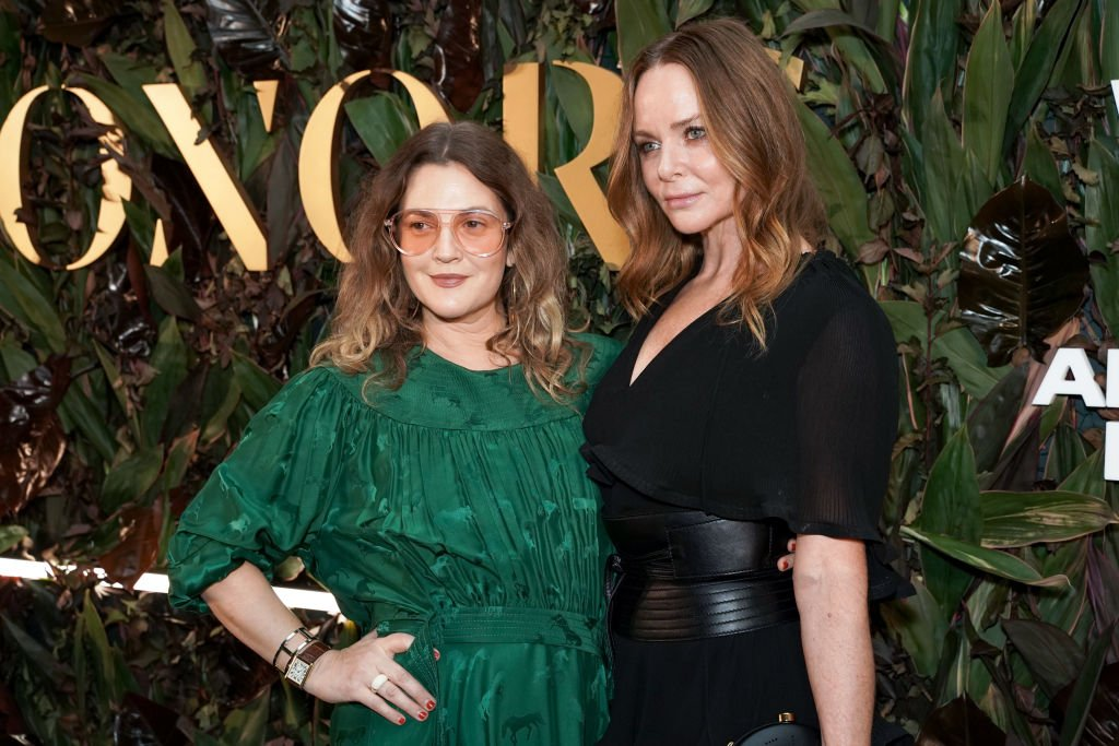 Drew Barrymore and Stella McCartney attends the WWD Honours in New York City on October 29, 2019 | Photo: Getty Images