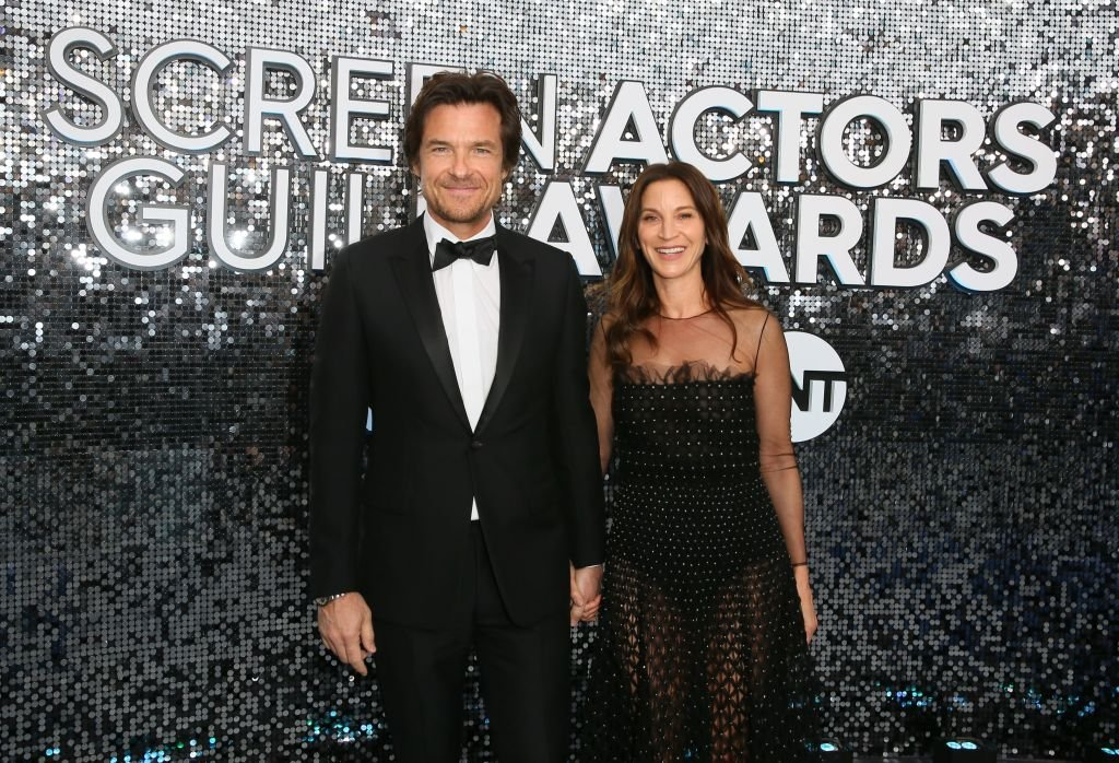 Jason Bateman and his wife Amanda Anka at the 26th Annual Screen Actors Guild Awards on January 19, 2020   Photo: Getty Images