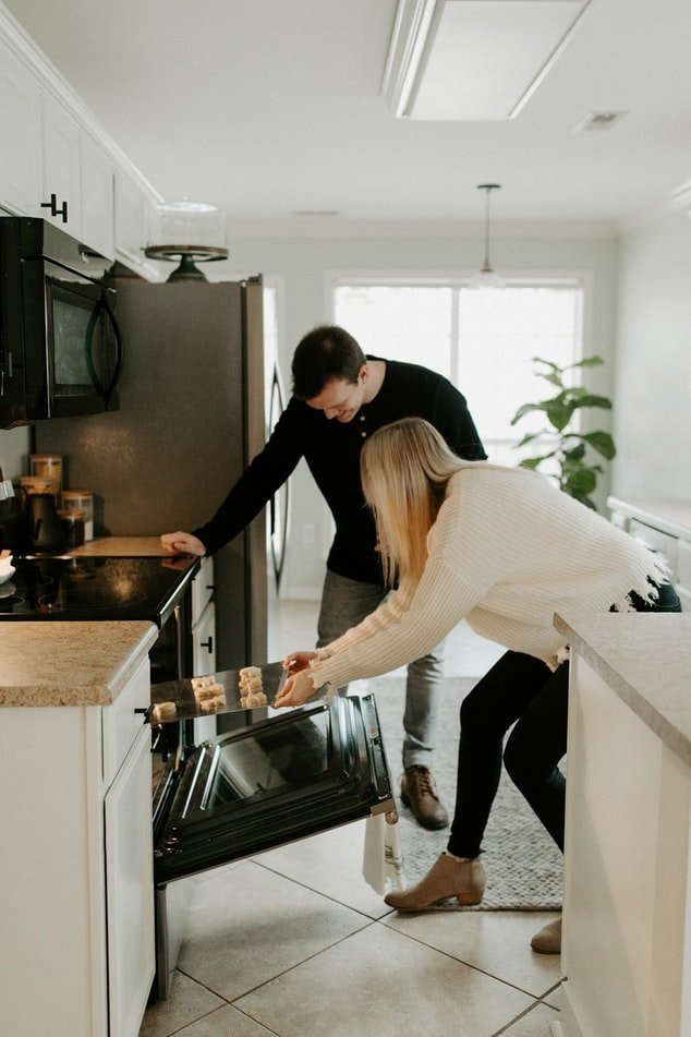 My neighbor taught me how to cook and bake | Source: Unsplash