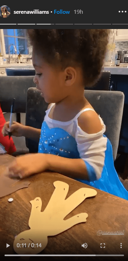 Alexis Ohanian Jr flaunting her fluffy hair while making paper dolls with her mom and dad | Photo: Instagram/Serenawilliams