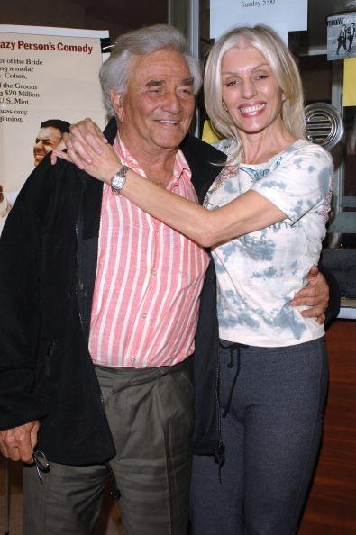Peter Falk and his wife Shara Denise on October 14, 2005 in Santa Monica, California. | Source: Getty Images.