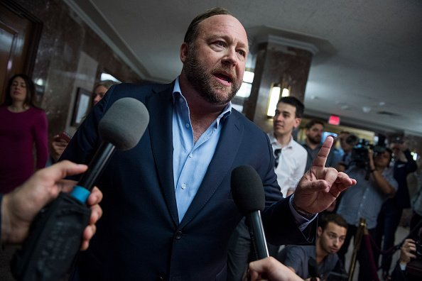 Alex Jones of Infowars, conducts a news conference outside a Senate (Select) Intelligence Committee hearing  | Photo: Getty Images