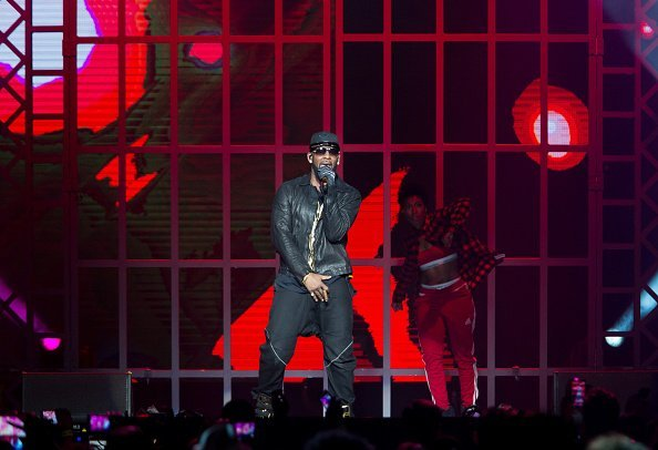 R. Kelly performing at Sprint Center in Kansas City, Missouri. | Photo: Getty Images.