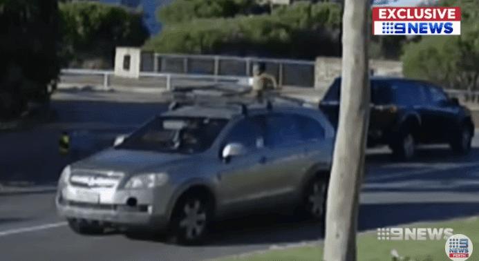 Niño montado en el techo de un carro. | Imagen tomada de:YouTube/ Nine News Perth