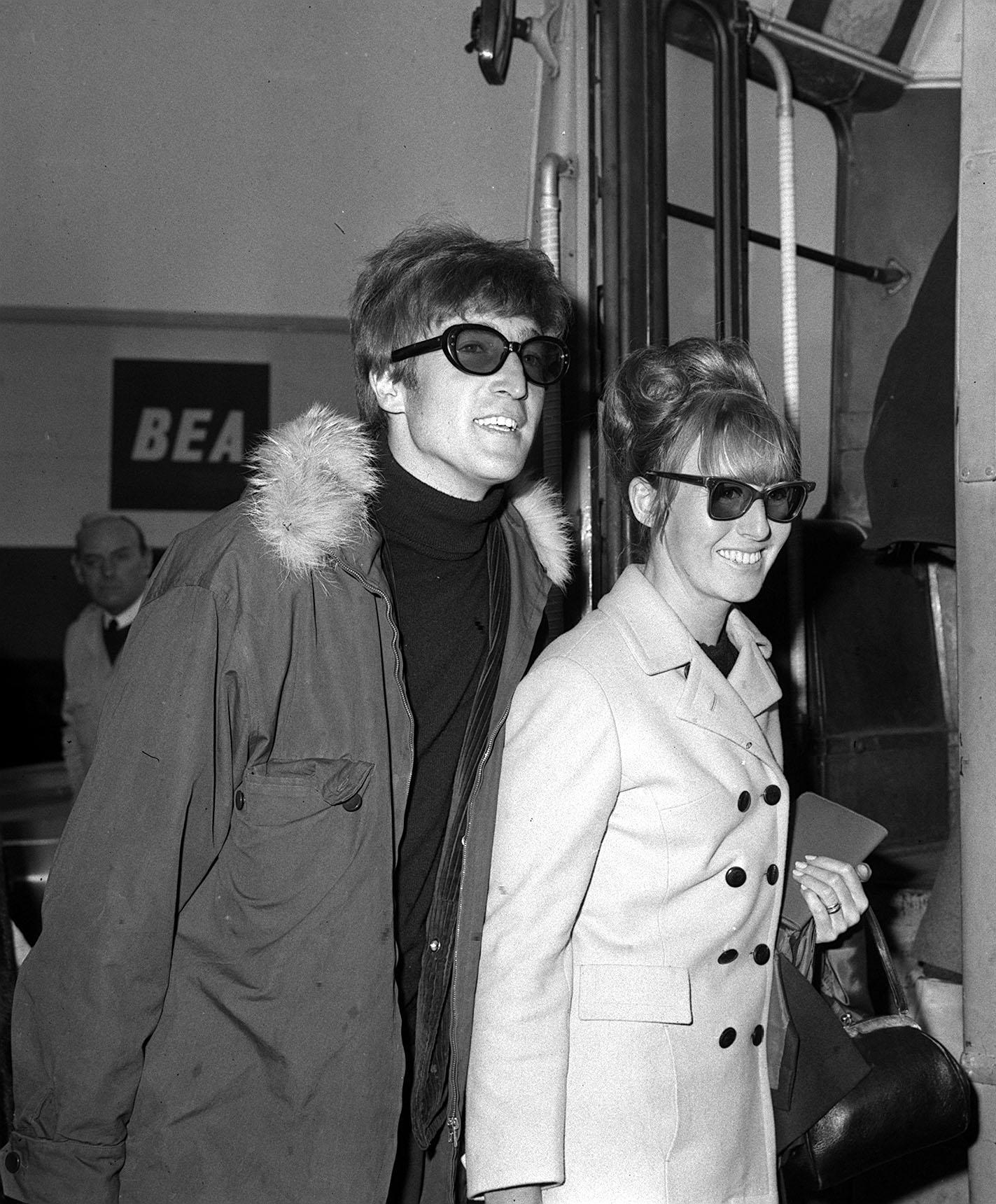 John Lennon with first wife Cynthia Lennon at Heathrow Airport in London on November 2, 1966 | Photo: Getty Images