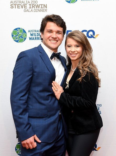 Bindi Irwin poses for a photo with fiance Chandler Powell at the annual Steve Irwin Gala Dinner at Brisbane Convention & Exhibition Centre on November 09, 2019 in Brisbane, Australia | Photo: Getty Images