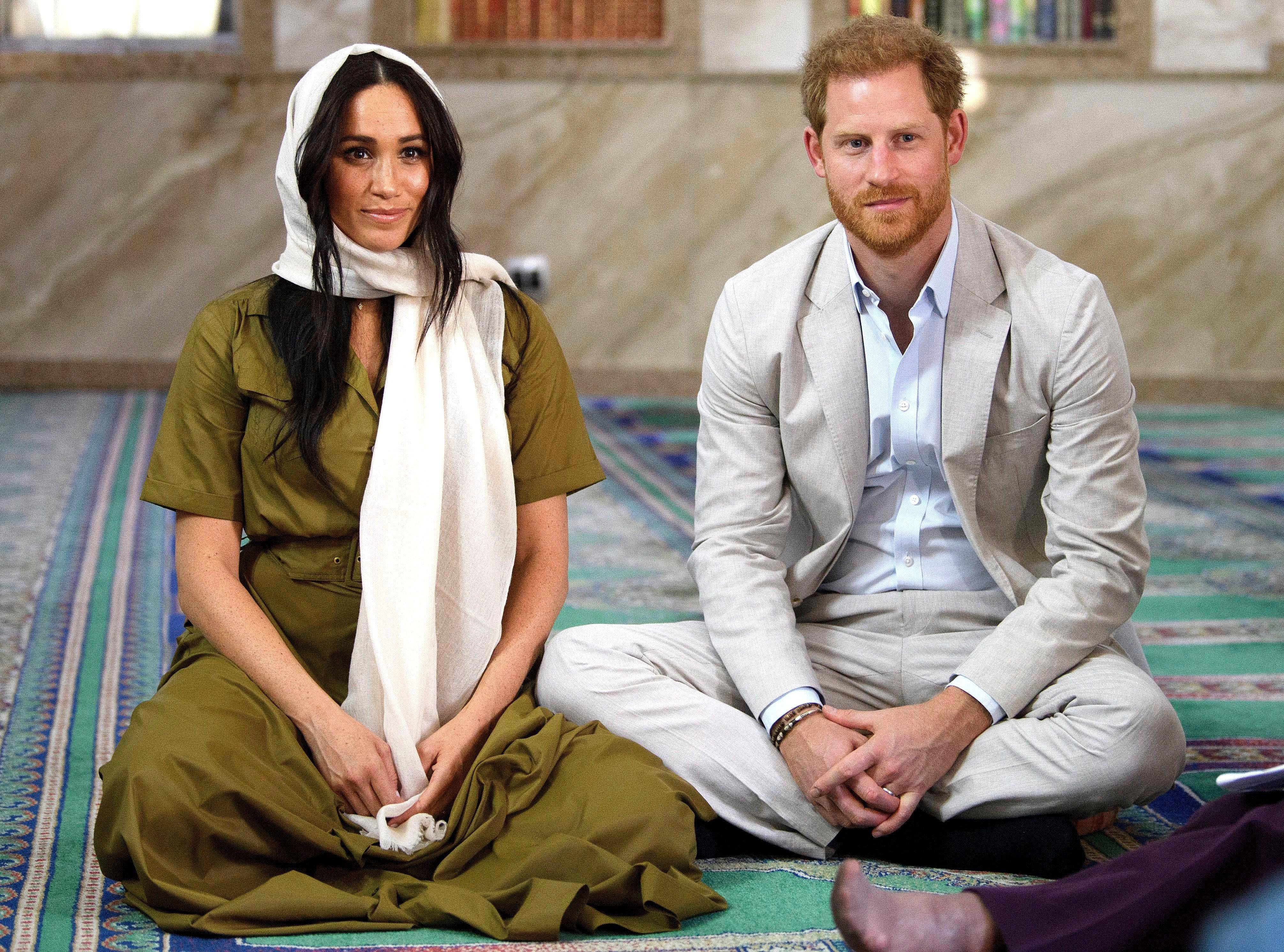 Meghan Markle and Prince Harry in the Auwal Mosque during their royal tour of South African on September 24, 2019 | Photo: Getty Images