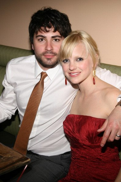 Anna Faris and Ben Indra at Providence in New York, New York, United States on April 10, 2006. | Photo: Getty Images