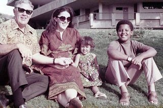 Ann Dunham and family/ Source: Wikimedia