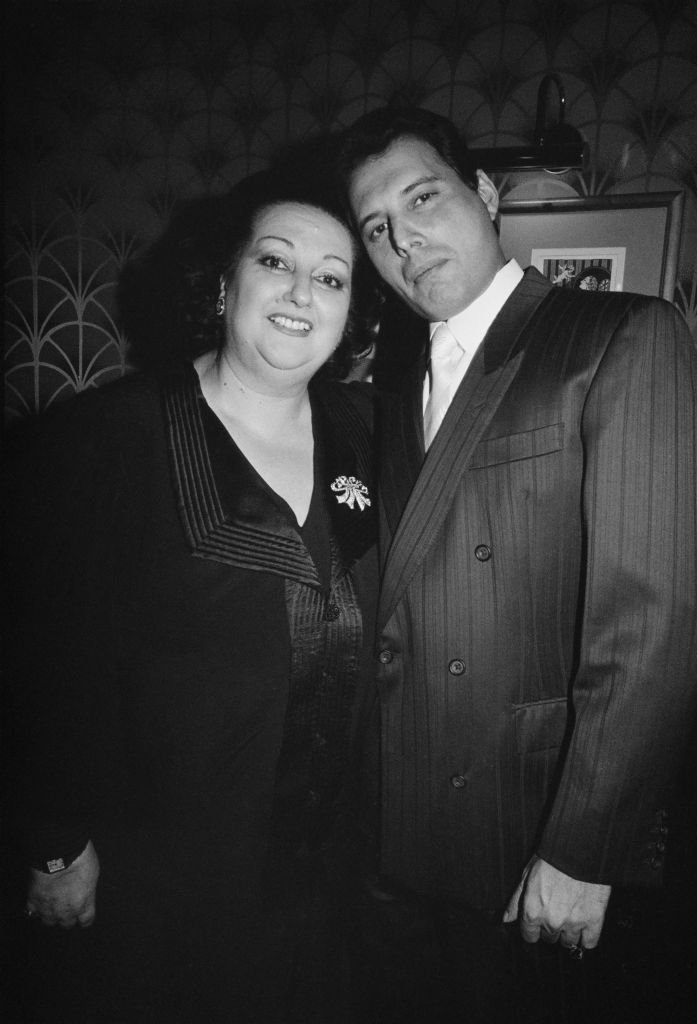 Montserrat Caballe with singer Freddie Mercury of British rock group Queen, December 1988.| Photo: GettyImages