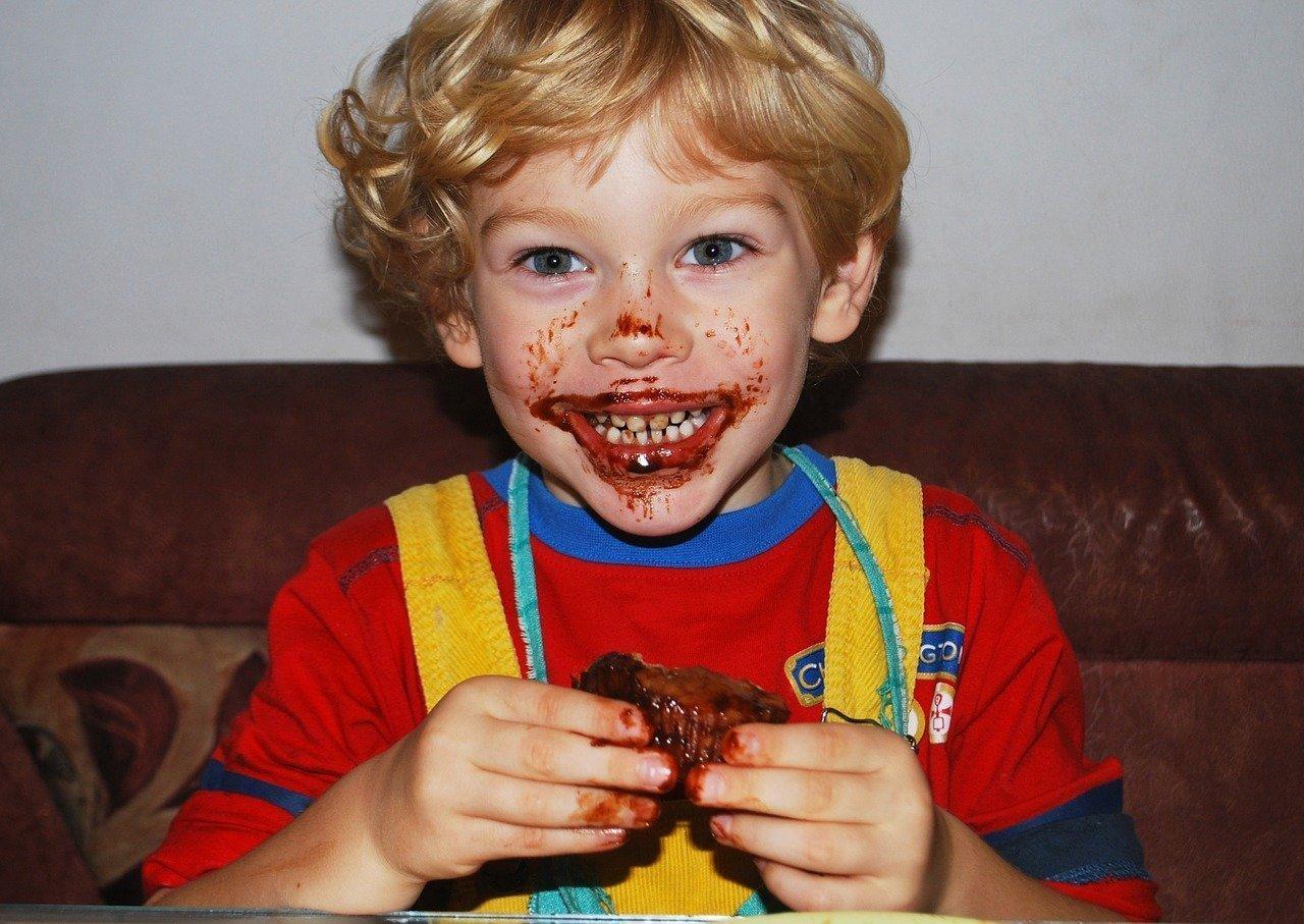 Junge beim Essen - Quelle: Pixabay