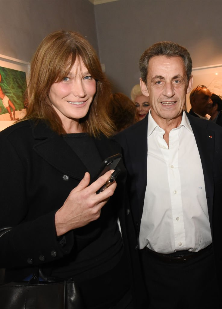 Carla Bruni et Nicolas Sarkozy assistent à la Simon Bocanegra et Philippe Morillon: Exposition à la Galerie Du Passage Pierre Passebon le 18 octobre 2017 à Paris, France. | Photo : Getty Images