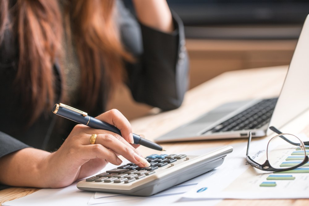 Female accountant or banker making calculations | Photo: Shutterstock