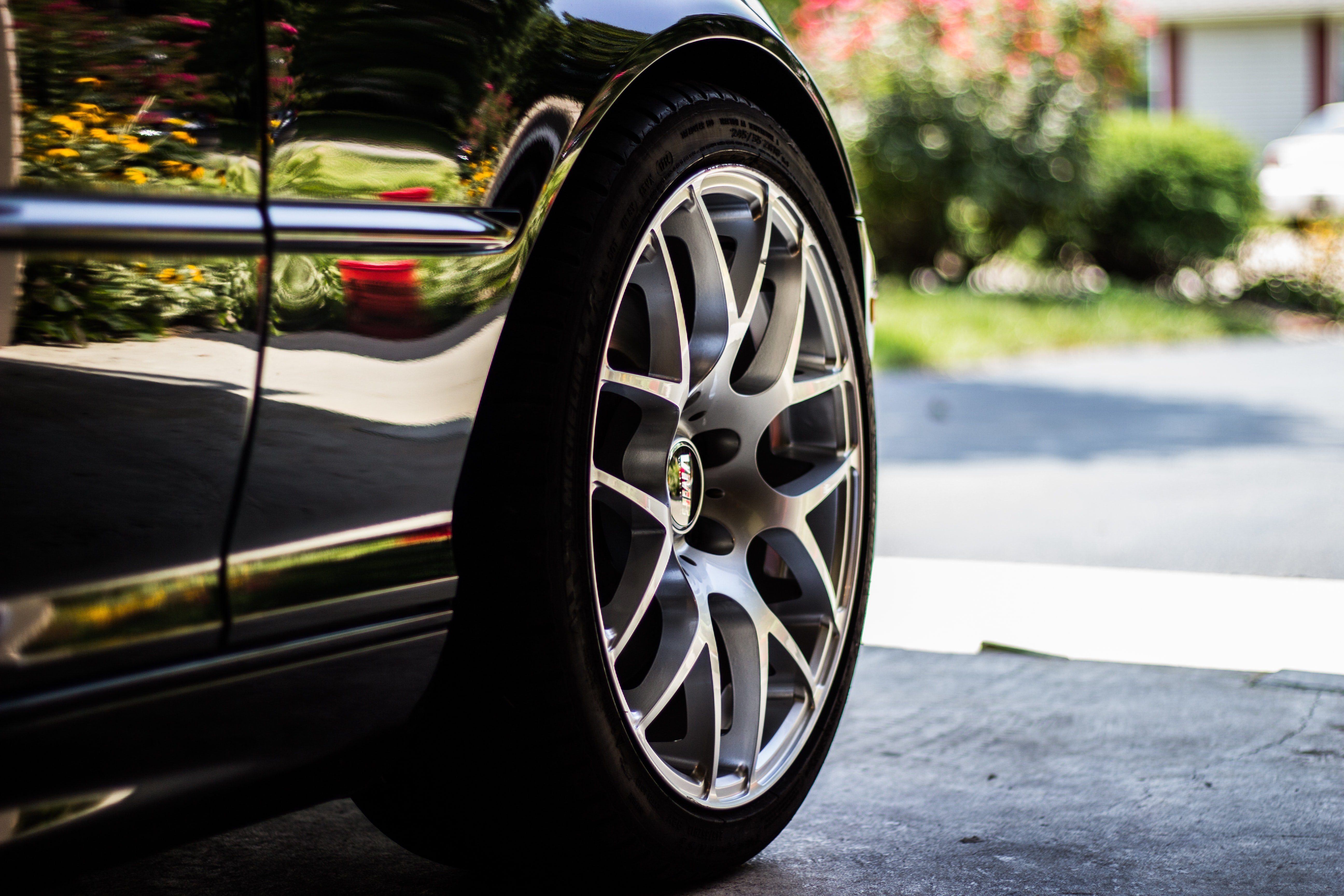 Picture of a car wheel | Source: Unsplash
