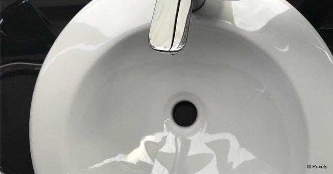 N'appelez pas encore le plombier : la façon simple de nettoyer l'évier en 3 étapes faciles
