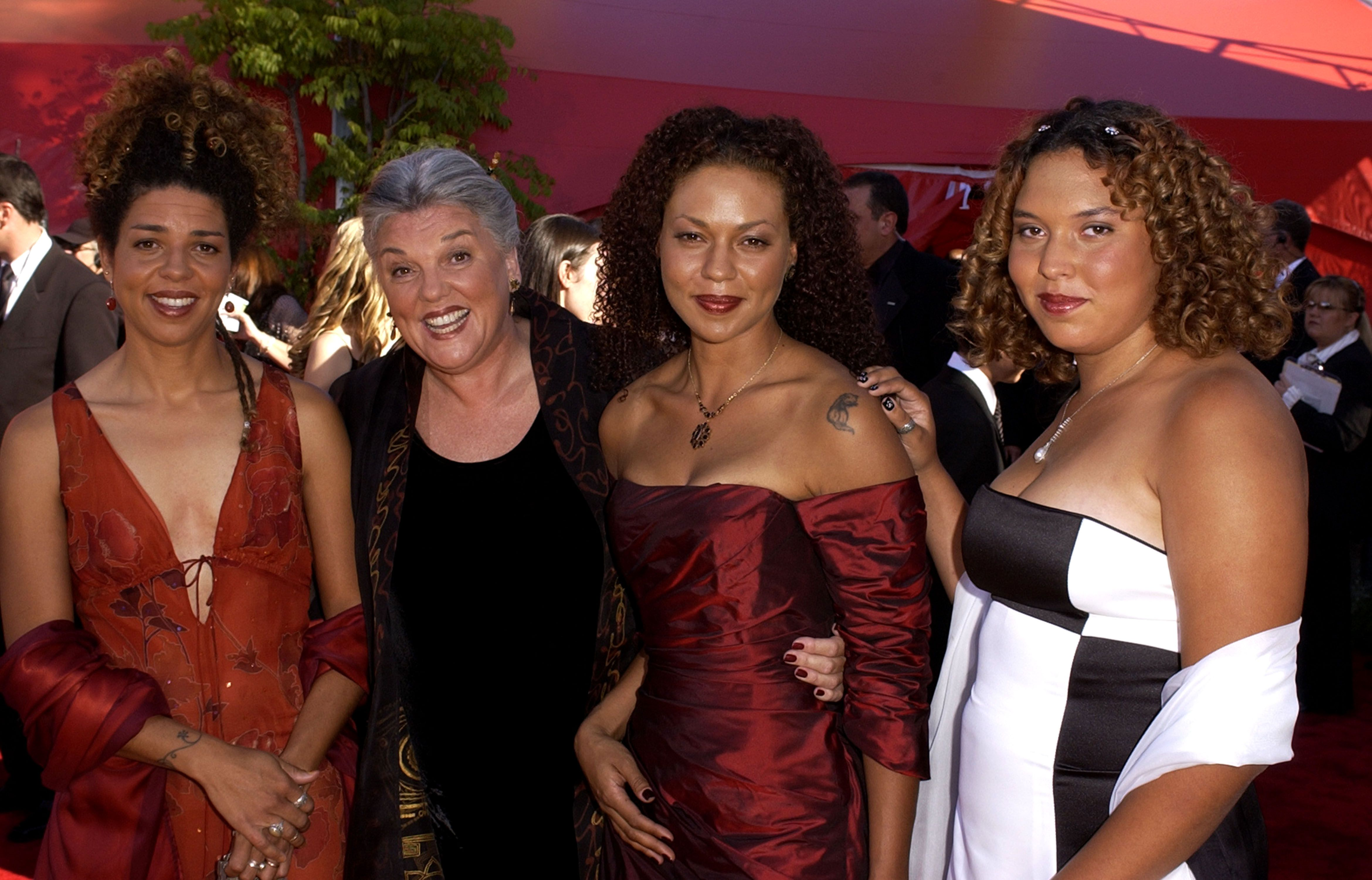 Tyne Daly and daughters during The 54th Annual Primetime Emmy Awards | Photo: Getty Images
