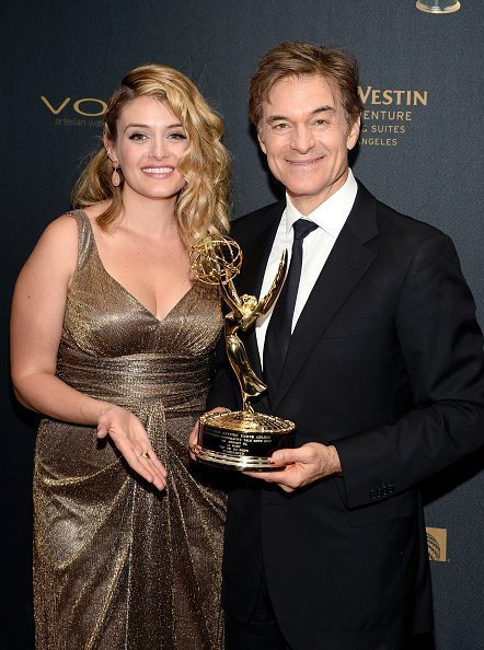Daphne Oz and Dr. Oz at the 43rd Annual Daytime Emmy Awards at the Westin Bonaventure Hotel on May 1, 2016 in Los Angeles, California. | Photo: Getty Images