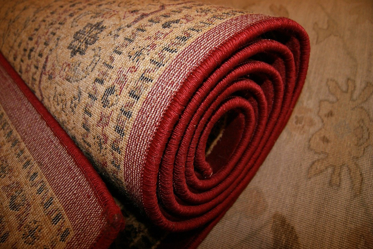 A rolled-up woven carpet waiting to be collected | Photo: Pixabay/Vedran Brnjetic