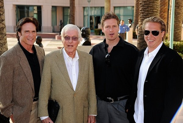 (L-R) Barry Van Dyke, Dick Van Dyke, Carey Van Dyke, and Shane Van Dyke on June 18, 2009 in North Hollywood, California | Source: Getty Images/Global Images Ukraine
