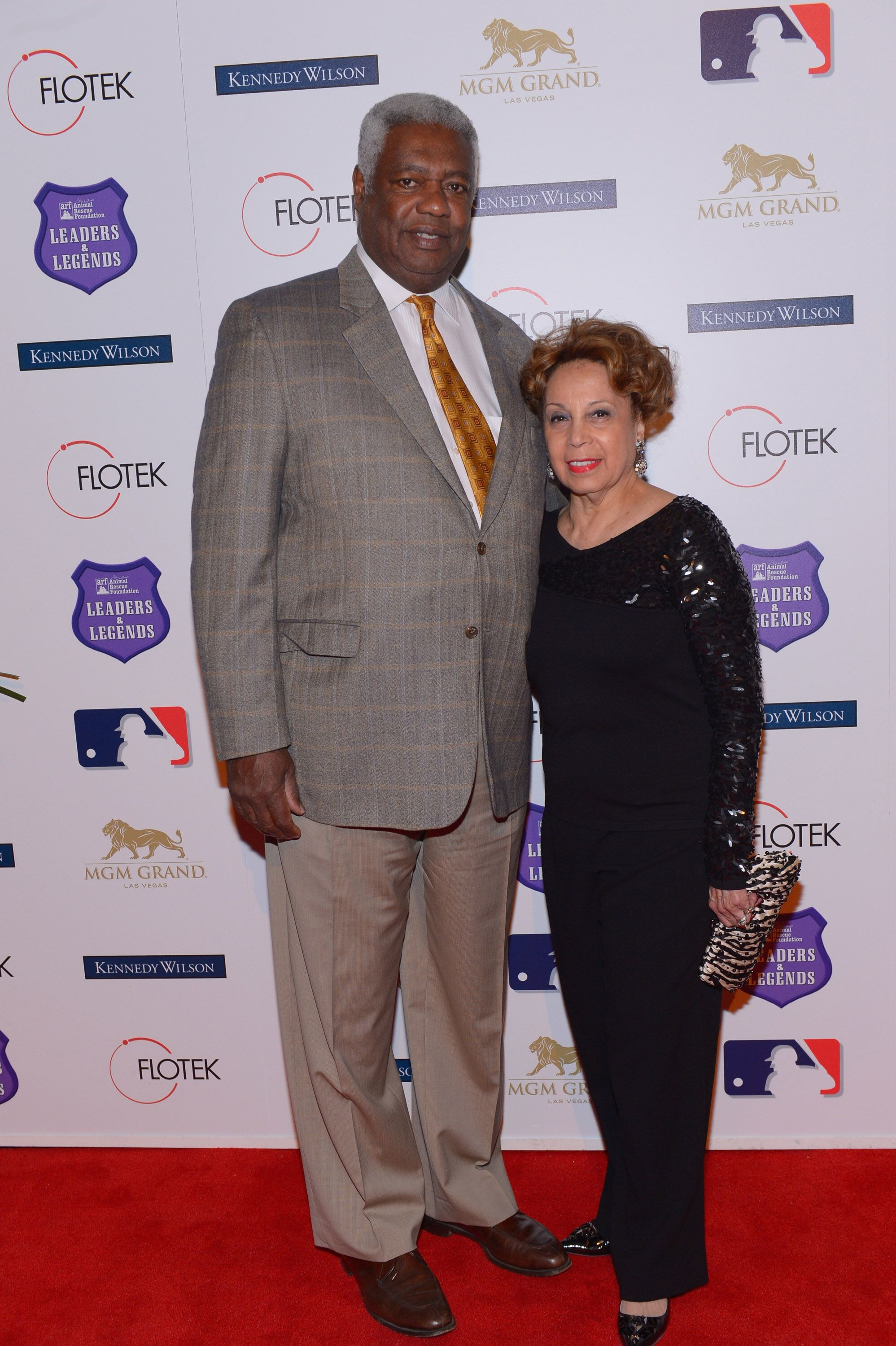 Oscar Robertson and wife Yvonne Crittenden at Tony La Russa's 2nd annual Leaders & Legends gala for the Animal Rescue Foundation on November 22, 2013 | Photo: Getty Images