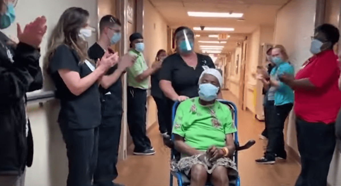 Medical personnel clad as Della Hathorne gets discharged after recovering from COVID-19 last year. | Source: YouTube/KOCO5News