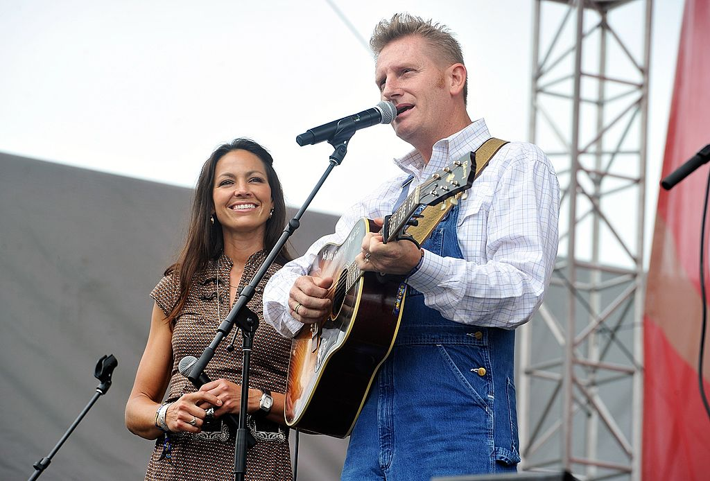 Rory Feek and Joey Feek of the band Joey & Rory perform on the Chevrolet Riverfront Stage during the 2013 CMA Music Festival on June 9, 2013. | Photo: Getty Images