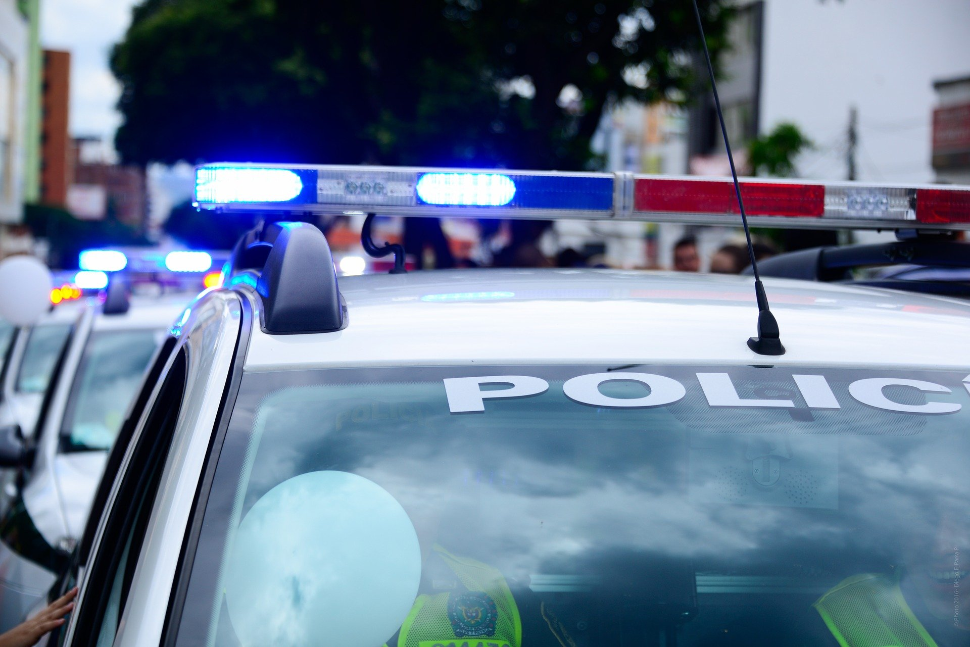 Police vehicles with blue lights sirens | Photo: Pixabay