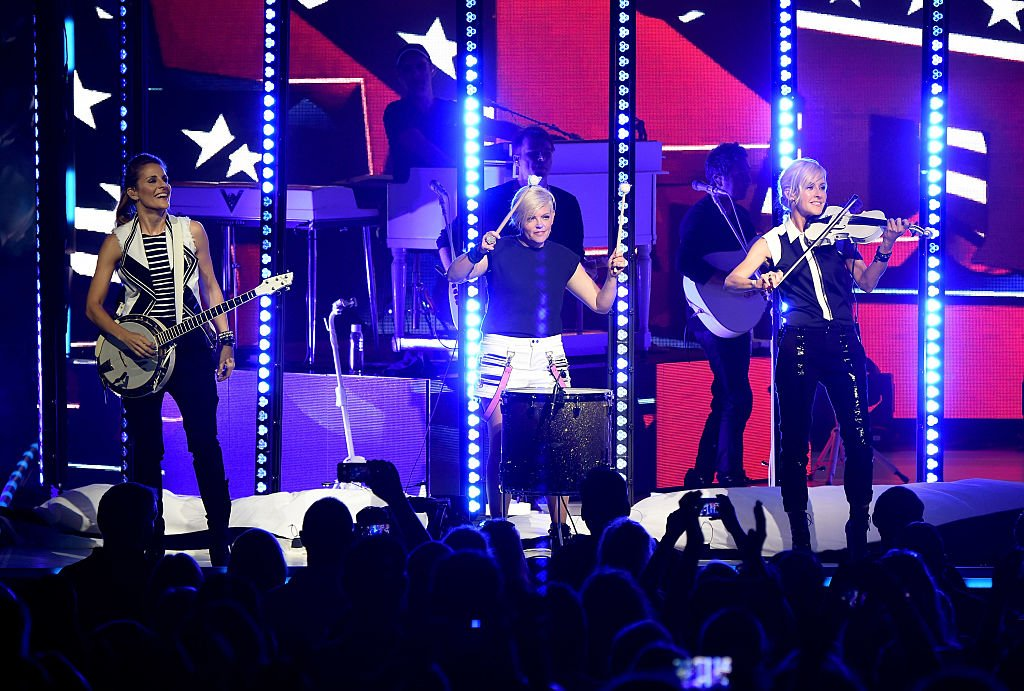 Emily Strayer, Natalie Maines, and Martie Maguire of the Dixie Chicks perform onstage during the DCX World Tour MMXVI Opener on June 1, 2016 | Photo: Getty Images