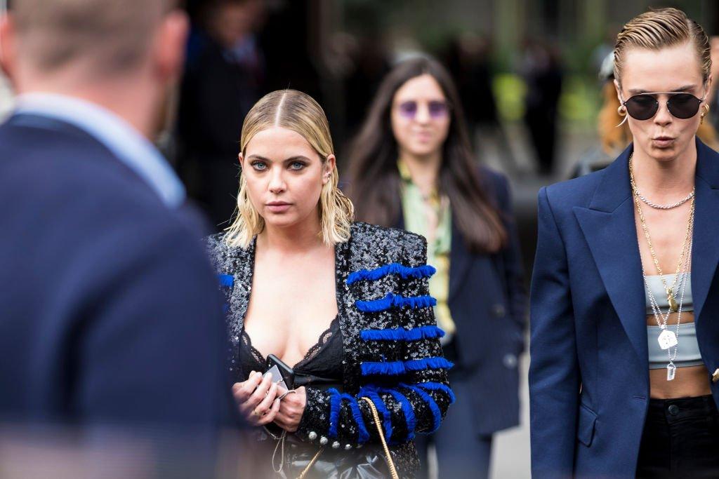 Cara Delevingne et Ashley Benson à Paris en 2018. l Source : GettyImages