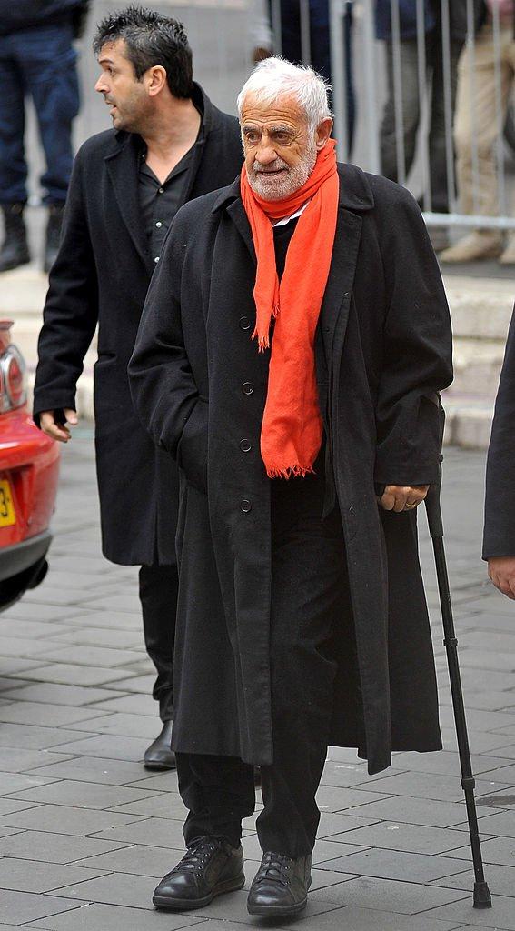 Jean-Paul Belmondo se déplaçant avec une canne. l Source: Getty Images