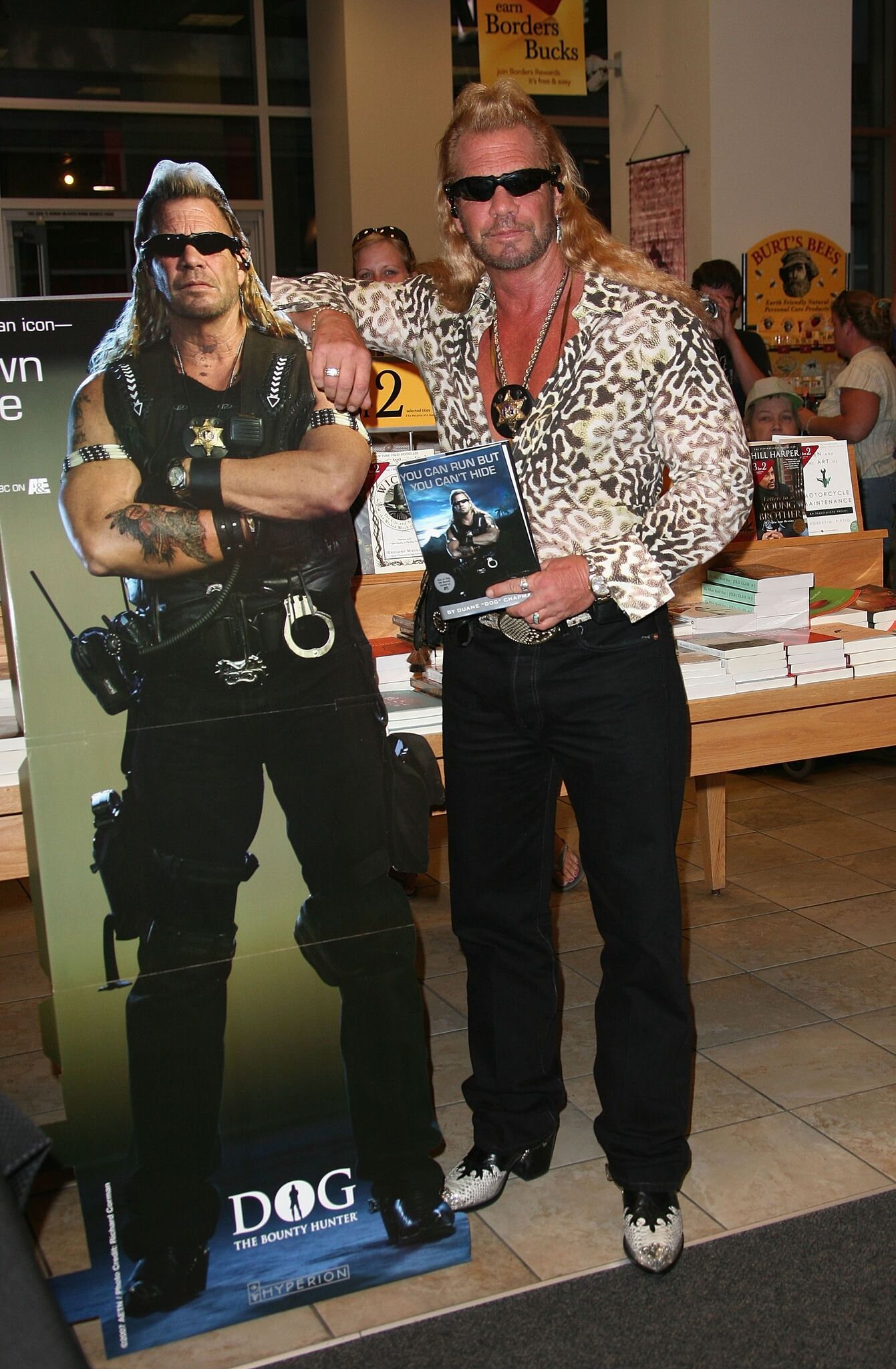 "Duane ""Dog"" Chapman signs copies of his new book at Borders 