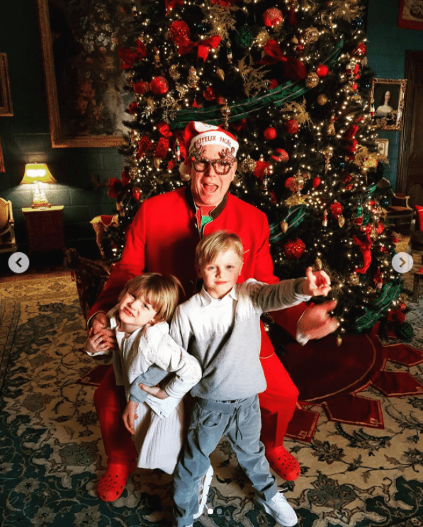 Prince Albert of Monaco with his twins, Prince Jacques and Princess Gabrielle on Christmas Day, 2020. | Photo: Instagram/Her Royal Highness Princess Charlene