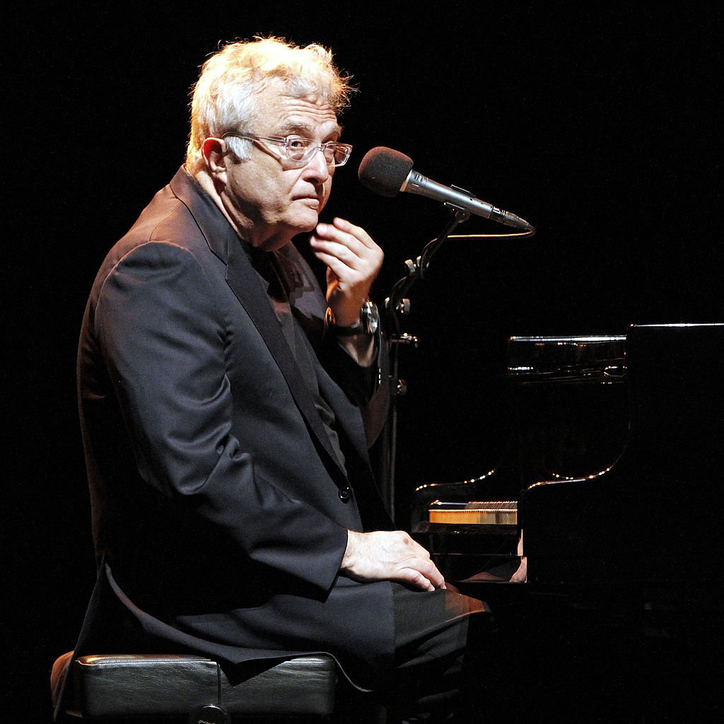 Randy Newman performs at a concert at the Admiralspalast in Berlin, Germany on March 13, 2012 | Photo: Getty Images