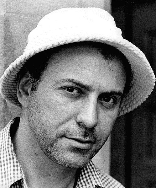 Alan Arkin, 1975. | Source: Wikimedia Commons