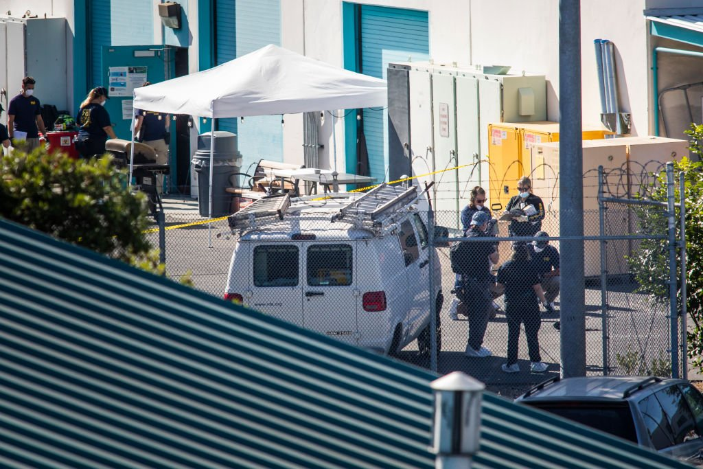 Investigators gather evidence at Building B where a mass shooting occurred at the Valley Transportation Authority (VTA) light-rail yard on May 26, 2021   Photo: Getty Images