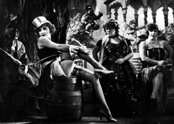 """Marlene Dietrich dans """"L'Ange bleu"""" en 1930. l Source : Wikimedia Commons"""