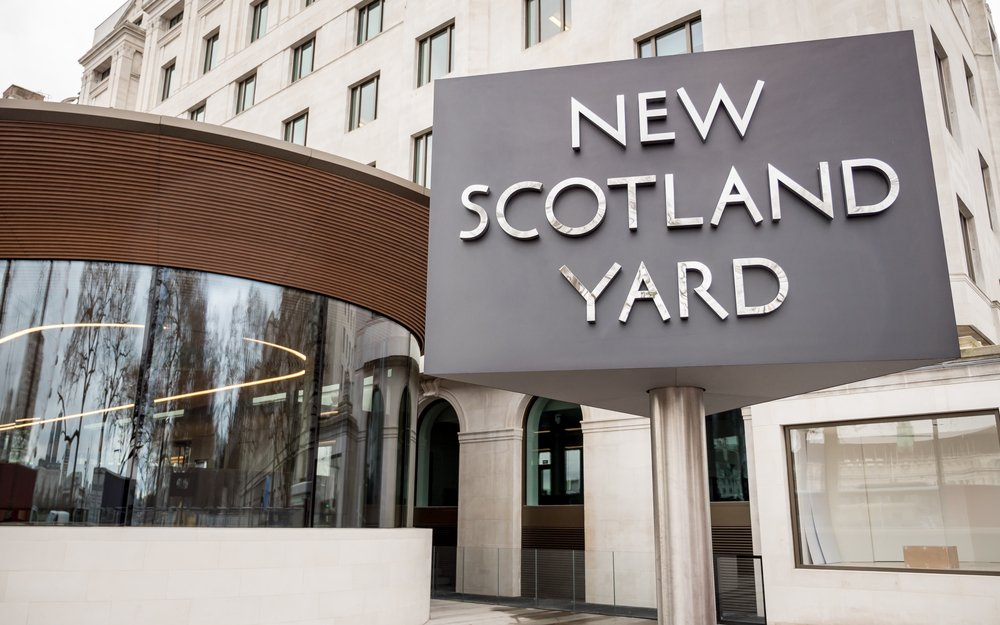 New Scotland Yard, the home of the London Metropolitan Policeon its new site on Victoria Embankment, Westminster, London onMarch 8,2017 | Photo: Shutterstock/pxl.store